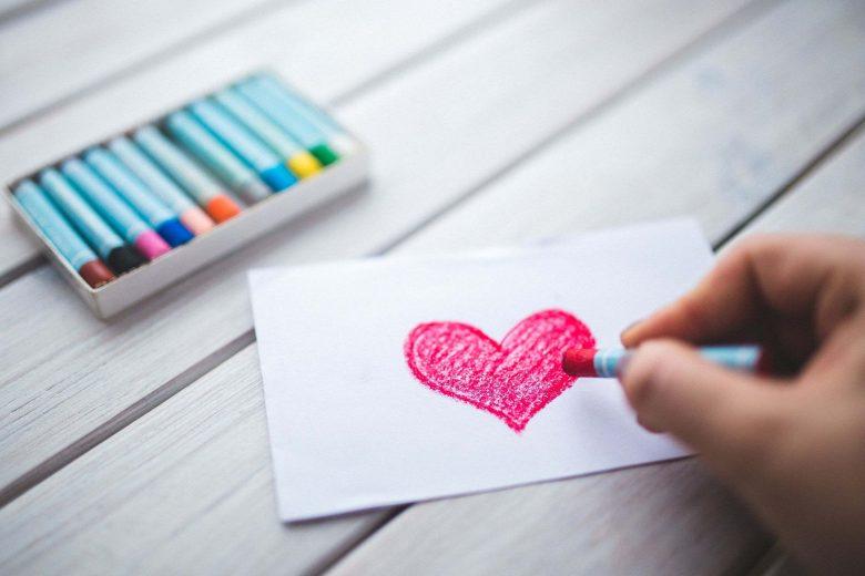 Mit Wachsmalstiften gemaltes Herz