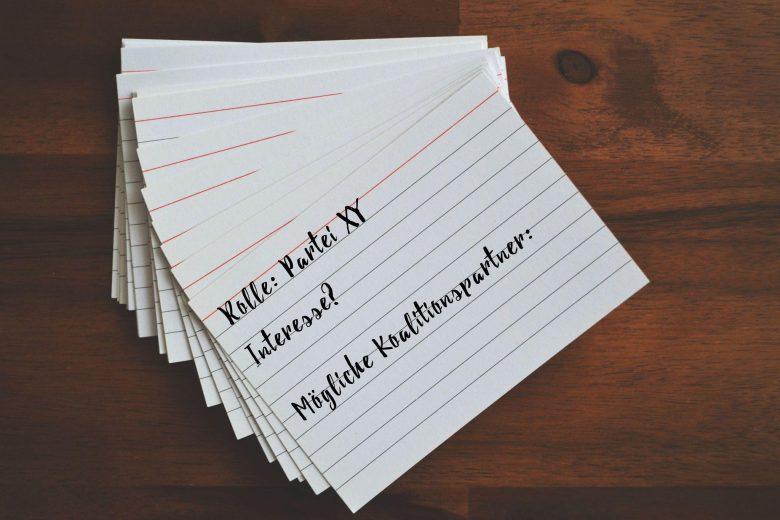 Karteikarten mit Notizen zu einem Rollenspiel