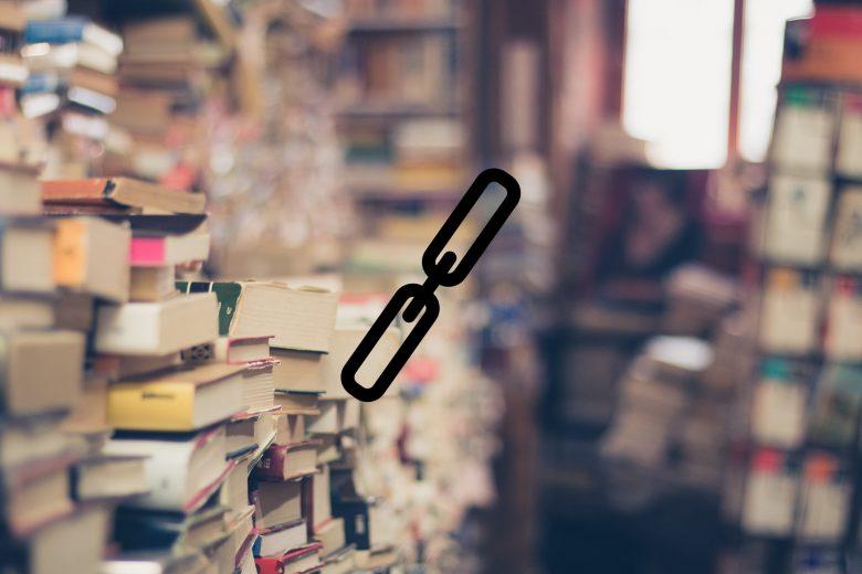 Ein Raum voller Bücher und davor das Symbol für einen Link
