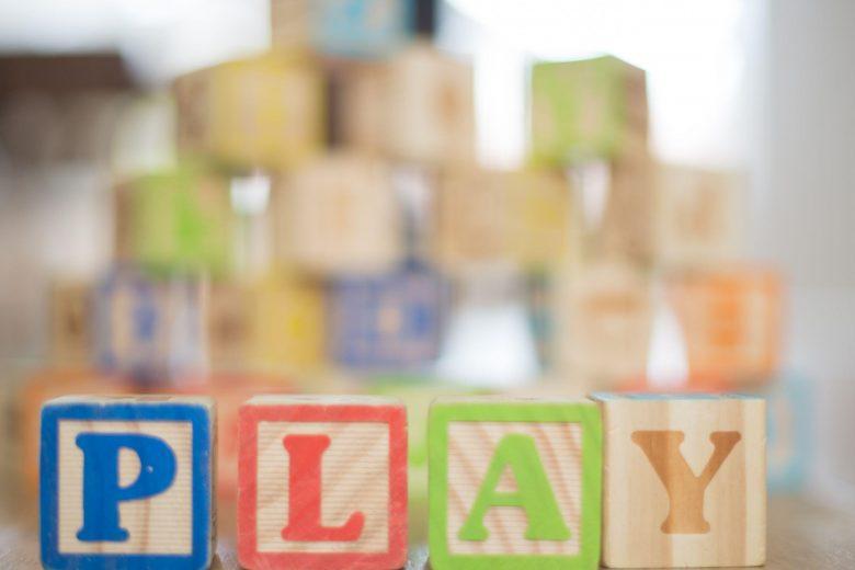 """Spielsteine mit der Aufschrift """"Play"""""""