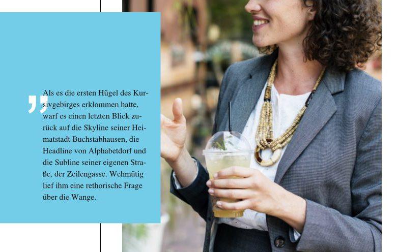 Teil einer Magazinseite, Bild von einer Frau im Hintergrund. Davor ein blaues Rechteck, mit Text darin, hinter dem Text große weiße Anführungszeichen.