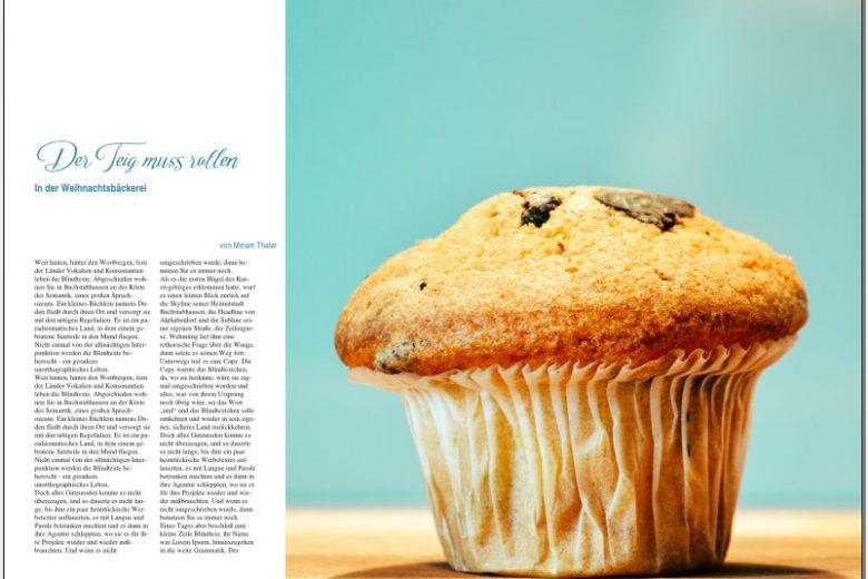 Doppelseite meines Magazins, rechts ist die Seite komplett von einem großen Bild von einem Muffin bedeckt, das sich ein Stück auf die linke Seite erstreckt. Auf der linken Seite die große Überschrift, Unterüberschrift, Autorenzeile und Fließtext.