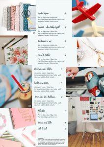 Zu sehen ist ein Inhaltsverzeichnis, das sich durch Pastelltöne auszeichnet. Links und rechts sind jeweils Bilder bis an den Rand gedruckt, in unterschiedlichen Größen, die aneinander ragen. In der Mitte ist eine Spalte mit den Inhalten. In einer künstlerischen Schriftart steht jeweils die Überschrift für einen Inhalt, darunter ein Teaser in einer einfachen Schrift. Ganz unten in der Mitte steht das Impressum.